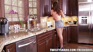 Rilynn Rae gives her plumber an upskirt view
