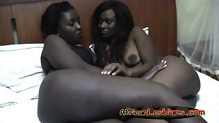 African Dykes Go Down On Each Other